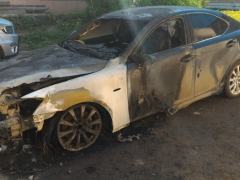 Сегодня ночью в Каменске-Уральском по улице Кирова подожгли Lexus