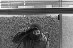 Еще одна жительница Каменска-Уральского стала жертвой оконного вора