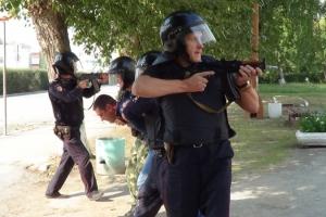 Полицейские Каменска-Уральского отбили заложника, которого захватил пьяница. На учениях