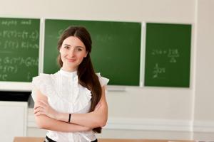 Средняя зарплата учителей в Каменске-Уральском составляет 30 тысяч 627 рублей, а самая востребованная вакансия в школах  – учитель английского