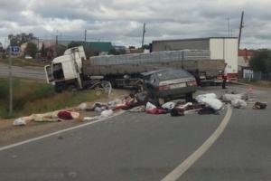 77-летний водитель ВАЗа погиб после лобового столкновения с фурой на Каменск-Уральском тракте