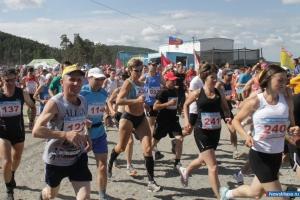 Каменцы успешно выступили в легендарном марафоне «Бег чистой воды»