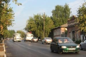 В Каменске-Уральском кто-то из автолюбителей самостоятельно перенес знак «стоп», открыв проезд по ремонтируемому участку на улице Ленина