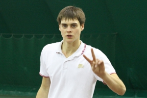 Представитель Каменска-Уральского вышел в четвертьфинал открытого первенства Тюменской области по теннису
