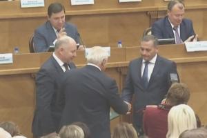 Михаил Голованов из Каменска-Уральского получил сегодня удостоверение депутата Заксобрания области