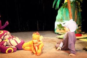 Юные театралы Каменска-Уральского смогут бесплатно провести на спектакль «Драмы Номер Три» бабушку или дедушку