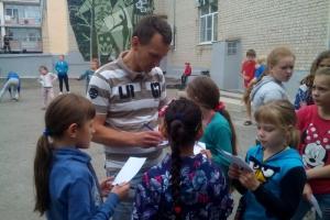 В Каменске-Уральском моточемпионы учили подростков отказаться от вредных привычек и вовремя возвращаться домой