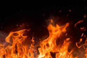 Сегодня ночью в Каменске-Уральском произошел пожар в коллективном саду
