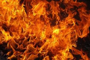 По вине бомжей сегодня ночью произошел пожар в колодце теплотрассы. Обошлось без пострадавших