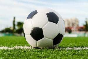 Чемпионат Каменска-Уральского по футболу превращается в настоящее шоу. Непредсказуема каждая игра