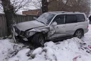 В Каменске-Уральском на плотине произошло ДТП, в котором пострадал водитель иномарки