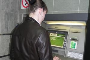 Жительница Каменска-Уральского украла у своего отца кредитку. В итоге тот лишился 20 тысяч рублей