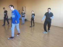 Шаг вперёд, шаг назад, шаг в сторону Кручу-верчу, брейк научиться танцевать хочу