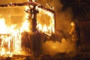 Под Каменском-Уральским продолжают гореть частные жилые дома. Сегодня ночью полыхало в селе Сосновское
