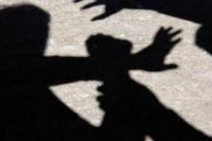 В одном из торговых центров неизвестный избил и отобрал браслет у 22-летнего жителя Каменская-Уральского