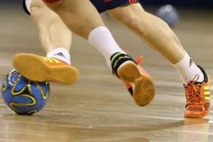 Прошли очередные матчи Кубка Каменска-Уральского по мини-футболу. Действующий обладатель трофея в лидерах