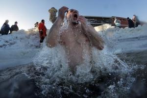 Спасатели Каменска-Уральского призвали горожан быть осторожнее во время крещенских купаний и дали полезные советы
