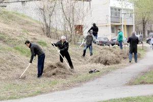 Во время субботников в своих дворах жители Каменска-Уральского собрали уже почти десять тонн мусора