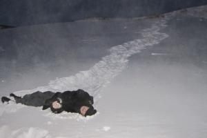Под Каменском-Уральским обнаружили тело неизвестного мужчины в милицейских брюках