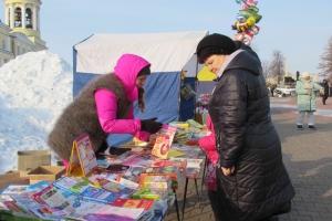 Первая в этом году ярмарка выходного дня в Каменске-Уральском прошла на Соборной площади