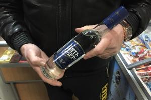 Пять ящиков контрафактной алкогольной продукции изъяли полицейские Каменска-Уральского