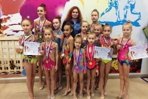 Полтора десятка медалей завоевали гимнастки из Каменска-Уральского на турнире «Зимние забавы» в Тюмени