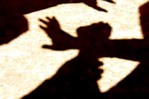 Житель Каменска-Уральского, на которого совершили разбойное нападение, лишился курточки, денег и телефона