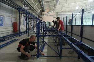 В строящемся крытом катке в Каменске-Уральском начали устанавливать трибуны