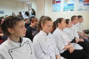 В Каменске-Уральском подвели итог конкурса кондитеров, которые пытались удивить яблочными пирогами