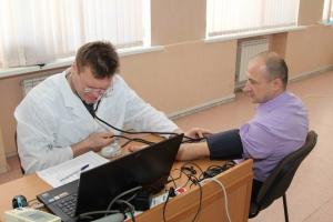 В жителях Каменска-Уральского будет течь кровь чиновников. Еще 16 литров сдали сотрудники мэрии