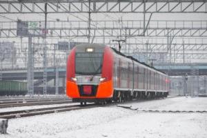 В «Ласточках», которые курсируют между Каменском-Уральским и Екатеринбургом в течение двух дней можно купить новогодние подарки ручной работы