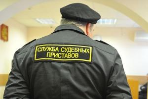 Должника из Каменска-Уральского, наказанного за управление автомобиля без прав, арестовали на пять суток и лишили имущества на 300 тысяч
