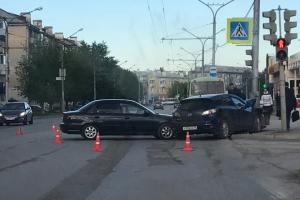 Вчера вечером в Каменске-Уральском произошло ДТП на проспекте Победы. В одной из машин находились дети