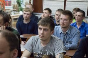 Шестьдесят молодых работников Каменск-Уральского литейного завода со стажем менее года торжественно приняты в трудовой коллектив