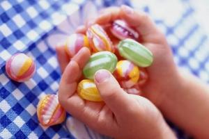 Вчера в Каменске-Уральском скончался мальчик, которому в октябре должно было исполниться два года. Он подавился конфетой