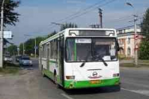 В Каменске-Уральском из-за резкого торможения автобуса пострадала 83-летняя пассажирка