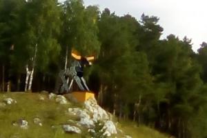 В Каменске-Уральском лось стал зеброй. Одна из знаковых городских скульптур сменила окрас