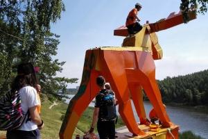 Монументу «Лось» в Каменске-Уральском вернут прежний цвет
