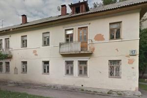 В Каменске-Уральском жители дома на улице Парковая замерзают из-за… общества слепых. И требуют сделать дополнительный вход в подъезд