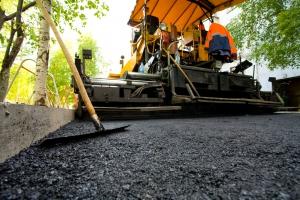 Каменску-Уральскому правительство области выделило еще четырнадцать миллионов рублей на ремонт дорог