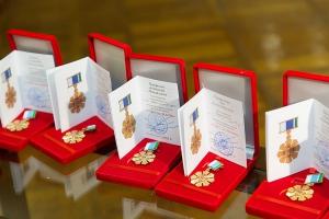 Губернатор Свердловской области наградил знаком отличия «Совет да любовь» сразу несколько десятков супружеских пар из Каменска-Уральского
