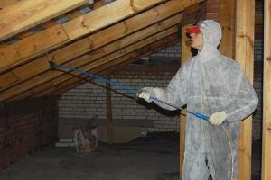 Чердаки многоквартирных домов в Каменске-Уральском активно стали обрабатывать огнезащитным составом