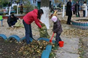 Почти 500 тонн мусора вывезли из дворов в Каменске-Уральском в рамках осеннего экологического месячника