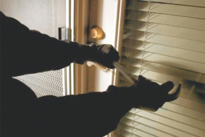 В Каменске-Уральском ищут свидетелей кражи из магазина на улице Кунавина