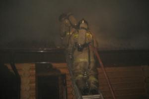 Вчера поздно вечером в селе Сосновское, что под Каменском-Уральским, горели две бани