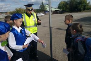 Юные инспекторы движения под Каменском-Уральском помогли ГИБДД в патрулировании