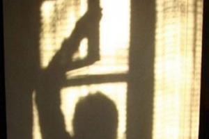 Два грабителя под Каменском-Уральским через окно пробрались в дом пенсионерки и украли 8 тысяч рублей
