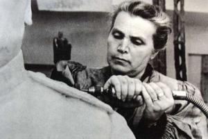 Актриса «Драмы Номер Три» из Каменска-Уральского Ирма Арендт станет советским скульптором Верой Мухиной
