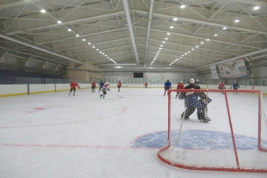 Первая тренировка прошла на льду нового крытого катка в Каменске-Уральском