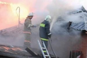 25 февраля ранним утром в Каменске-Уральском горели надворные постройки и автомобиль в переулке Геологов